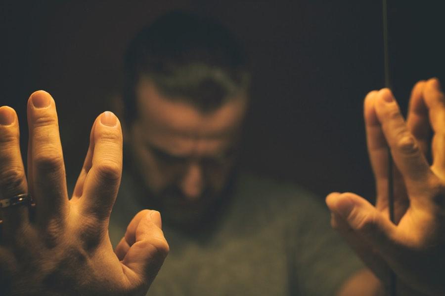 Essay om skyld og skam - Hvad skyldes generthed? Hvad er blufærdig?