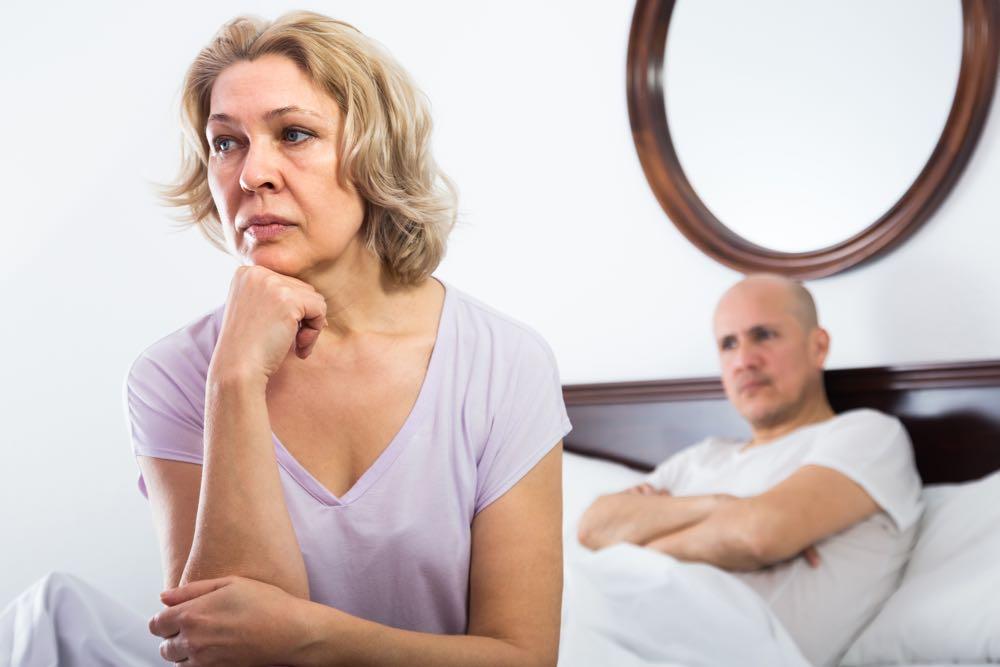 """Frustreret kvinde savner sex: """"Min mand siger, jeg skal finde en bolleven!"""" – Videosvar"""